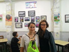 Dagmar & Lina (Germany) in the last stop of our #JakartaWalkingTour: Chinatown, an old coffee shop.