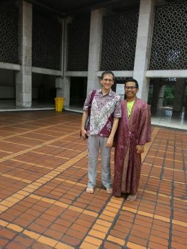 Mark (USA) finally got the chance to see inside Istiqlal Mosque. We're glad we could be his guide.