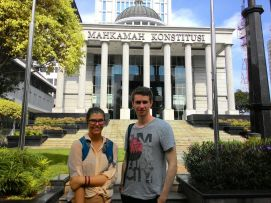 Rosali (Canada) & Rob (UK) in front of The Court of Constitution. They joined our #JakartaWalkingTour: Citi Center.
