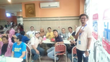 Lunch after a walk. Bakmi Gang Kelinci is definitely the best place in the area to have noodle.