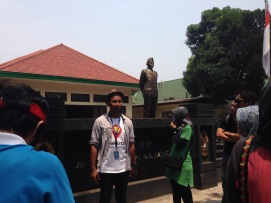No, he is not posing to imitate the Great General statue behind him. This is in front of the Great General Nasution Museum.