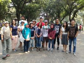 Group 3 in Suropati Park when they were about to start walking.