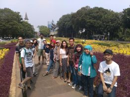 My fave picture. Group 3 in Diponegoro Park.