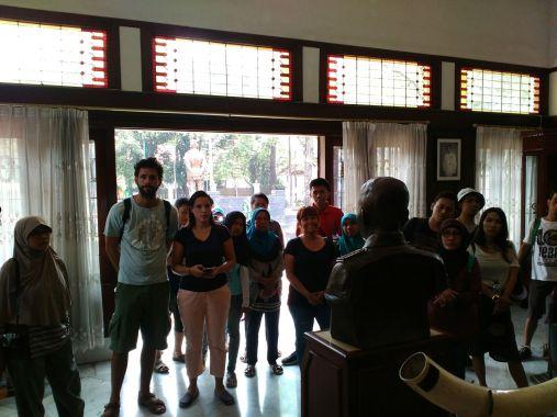Gruop 3 inside the Museum of Nasution.