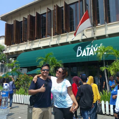 Farah and her husband, Iskandar, were celebrating their 5th anniversary in Jakarta and we were extremely excited to guide them here.