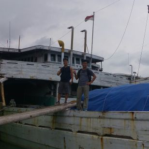 Xavier (Singapore) tried to get on one of the schooners in Sunda Kelapa old harbour.