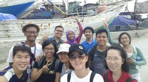To have a wefie in front of the phinishi ships is a must!