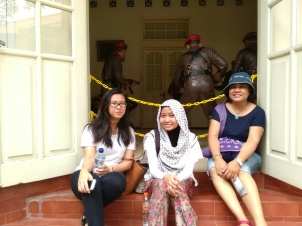 Jenny, Seli, and Linda, resting in Museum Nasution.